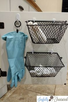 Ideas for organizing under the kitchen sink. Curtain ring clip and command hooks used to hang dish washing gloves. Command hooks and dollar tree baskets used to store sponges and dish washing tablets. Bathroom Sink Cabinets, New Kitchen Cabinets, Bathroom Storage, Bathroom Cart, Kitchen Backslash, Bathroom Hacks, Budget Bathroom, Small Bathroom, Bathroom Ideas