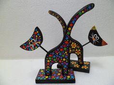 Risultati immagini per gatos en puntillismo Dot Painting, Painting On Wood, Painting & Drawing, Arte Country, Mandala Dots, Wooden Animals, Hand Painted Rocks, Pointillism, Bottle Art