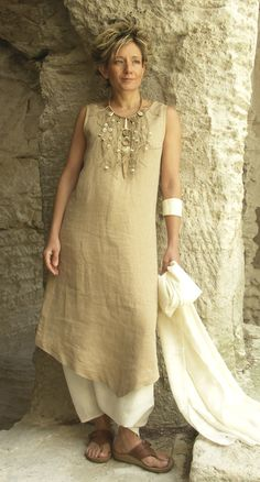Sewing a replica of this, lol..Beige linen tunic worn over a white sarouel