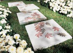 30 Beautiful DIY Stepping Stone Ideas to Decorate Garden | iCreativeIdeas.com Like Us on Facebook ==> https://www.facebook.com/icreativeideas