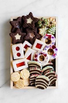 Bon Appetit Holiday Cookie Box – Gift World Cookie Gift Boxes, Cookie Gifts, Food Gifts, Cookie Tin, Christmas Cookies Gift, Christmas Desserts, Christmas Treats, Holiday Baking, Christmas Baking