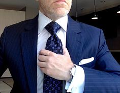 London York Executive Attire London York Executive Knot Ties are cut to make a more substantial knot Business Attire, Business Fashion, Business Style, Mens Fashion Suits, Mens Suits, Male Fashion, Navy Blue Suit, Blue Suits, Tall Guys