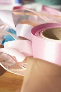 Cómo hacer una pulsera de cinta y cuentas