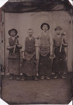 Fine early tintype of a group of blacksmiths  - 19thcentury-photography.com