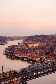 Rio Douro, Porto, Portugal.                              …