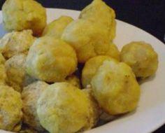 Tomtom is een bijgerecht dat als toevoeging of vervanging van rijst bij de verschillende Surinaamse maaltijdsoepen gegeten wordt. Voorbeelden van Surinaamse maaltijdsoepen waarmee tomtom (bananen balletjes) gegeten kan worden zijn: Pindasoep, Okersoep (...