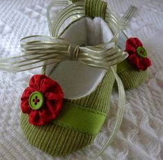 Pixie Toes Grass Green  Soft Baby Shoes by cottagecloset on Etsy,