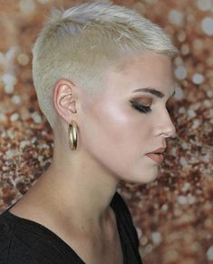 Short Blonde Pixie - Pixie Haircuts for Thick Hair – 50 Ideas of Ideal Short Haircuts - The Trending Hairstyle Super Short Pixie, Short Blonde Pixie, Chic Short Hair, Pixie Haircut For Thick Hair, Really Short Hair, Short Hair Cuts, Short Hair Styles, Superkurzer Pixie, Short Hair Drawing