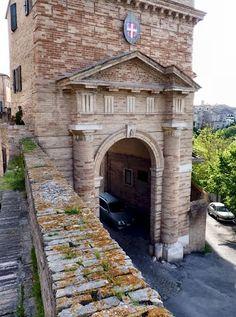 Porta Romana, Recanati.