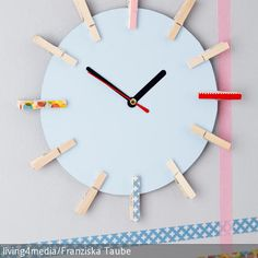 Eine Uhr braucht jeder zu Hause und es gibt auch diverse Modelle zu kaufen. Aber alle, die gerne basteln, haben einen großen Vorteil: Sie können ihre  …