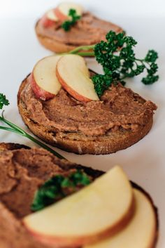 škvarková nátierka Cottage Cheese, Vegan Breakfast, Cookies, Healthy, Fit, Desserts, Spreads, Crack Crackers, Tailgate Desserts