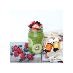 Sunday brunch bomb made of kale green smoothie, kiwis and hoaaardsssss of berries to snack on the side  I added Young Living's lemon and orange oil for an additional boost of cleansing and flavour!!