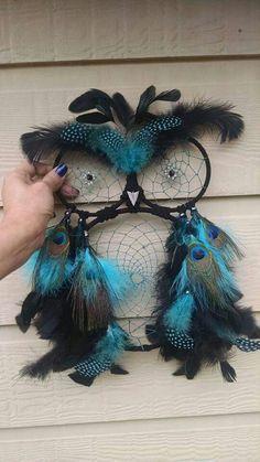 Beautiful owl shaped dream catcher idea. Looks pretty easy!
