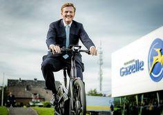 Koning opent vernieuwde fietsfabriek Gazelle (fotoserie) - Koninklijk huis - Reformatorisch Dagblad