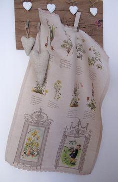 Utěrka nebo ubrousek     Pro posezení pod pergolkou na zahradě nebo třeba do kuchyňky ... Dekorační utěrka je ušita z dovozové látky s úžasným tiskem květin, bylinek, zeleniny , písma. Utěrku můžete použít na ozdobu, nebo klidně na utírání nádobí , ale také jako malý dekotační ubrousek. Zdobena bavlněnou krajkou a opatřena poutkem na případné zavěšení. ...
