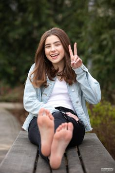 Cute Country Girl, Girl Soles, Barefoot Kids, Teen Feet, Teen Girl Poses, Sexy Toes, Female Feet, Sexy Older Women, Summer Trends