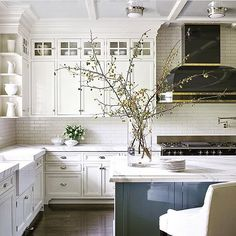 Traditional Kitchen Design Ideas That Can Be Inspiration Your New Classic Kitchen - Modern Farmhouse Kitchens, Farmhouse Kitchen Decor, Home Kitchens, Farmhouse Style, White Farmhouse, Primitive Kitchen, Kitchen Modern, French Farmhouse, Minimalist Kitchen