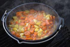 Möhreneintopf aus dem Dutch Oven