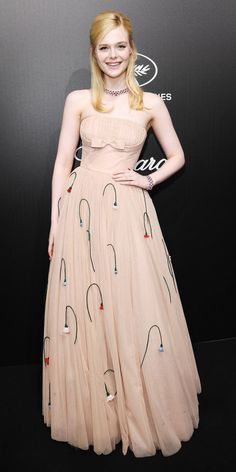 During an event in Cannes, Elle Fanning stunned in a 'Prada' gown, 'Giuseppe Zanotti' heels & 'Chopard' jewelry Pink Mini Dresses, Nice Dresses, Summer Dresses, Awesome Dresses, Celebrity Red Carpet, Celebrity Style, Dakota And Elle Fanning, Ellie Fanning, Lace Booties