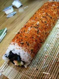 Cafe Groenhout: This is How We Roll: Homemade Sushi! Oshi Sushi, Sushi Roll Recipes, Spicy Tuna Roll, Good Food, Yummy Food, Healthy Food, Healthy Eating, Sushi Night, Sushi Party