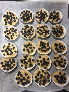Puuromuffinssit kaurapuuron jämistä – suolainen ja makea versio – Ruokaideat Cheesecake, Muffin, Cookies, Breakfast, Desserts, Food, Crack Crackers, Morning Coffee, Tailgate Desserts