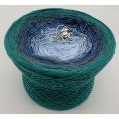 gradient yarn, color spreading yarns, Farbverlaufsgarn - Nebelschleier (Fog veil) - oceang green outside - 4 ply, 5 colors: Light blue, pigeon blue, Prussian blue, medium gray, oceang green