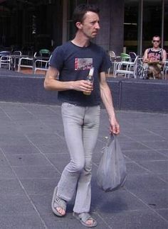 Why men shouldn't wear tight pants! Male camel toe is a serious medical condition. Men In Tight Pants, People Of Walmart, Work Memes, Funny Pictures, Funny Pics, Hilarious Quotes, Funny Videos, Tights, Blond