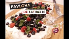 😋 PAVLOVA - SI SIMPLE APRÈS TOUT! Recette tuto Meringue garnie aux fruits 🎂 - YouTube Bette, Pavlova, Meringue, Cereal, Simple, Breakfast, Desserts, Food, Morning Coffee