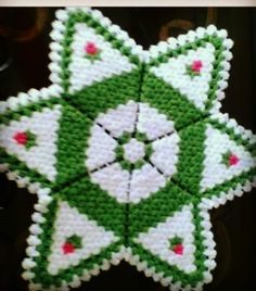 This Pin was discovered by Den Crochet Potholder Patterns, Cd Design, Doilies, Hand Embroidery, Elsa, Blanket, Tweet Tweet, Create, Decorated Flip Flops