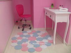 Tapete de bolas uma opção moderna e artesanal para decoração de quartos infantis! <br>Pode ser feito nas cores de sua decoração! <br>Tamanho 1,20 de diametro. <br>Pode ser feito no tamanho que preferir, consultar valor.