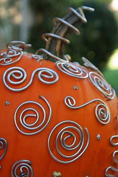 Can't get enough of pumpkins that don't require carving. I would place this outside, along with a couple of the other ideas from this page, and then place some glittery or more fancily-decorated ones on my dining room table.