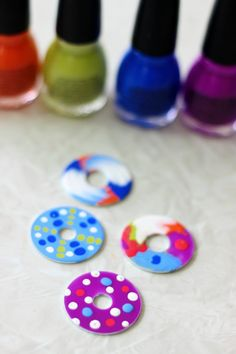 These nail polish washer necklaces are such a unique craft to make! Simply paint… These nail polish washer necklaces are Washer Necklace Nail Polish, Nail Polish Jewelry, Nail Polish Crafts, Nail Polish Colors, Washer Bracelet, Polish Nails, 3d Nails, Nail Art, Craft Activities For Kids