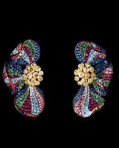 FLOWERS HIGH JEWELLERY EARRINGS Poppy Earrings 18K white gold 29 yellow briolette diamonds 2,97 ct 130 purple diamonds 1,29 ct 138 sky diamonds 1,09 ct 223 sapphires 2,51 ct 142 rubies 1,35 ct 169 tsavorites 1,73 ct