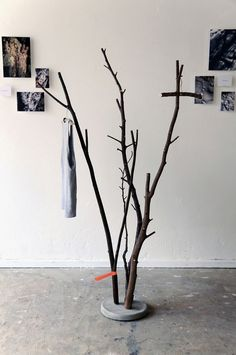 DIY Concrete Branch Coat Rack – A bucket of wet concrete, a couple of branches and let it dry. DIY Concrete Branch Coat Rack – A bucket of wet concrete, a couple of branches and let it dry. Concrete Crafts, Concrete Projects, Concrete Design, Concrete Furniture, Diy Furniture, Furniture Design, Diy Coat Rack, Coat Racks, Diy House Projects
