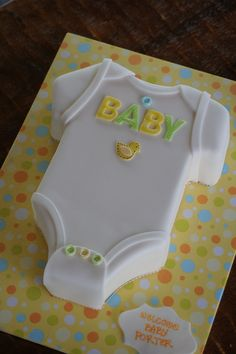 Onesie shaped baby shower cake Más