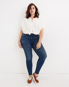 High-Rise Skinny Jeans in Paloma Wash: Raw-Hem Edition in paloma wash image 1 Big Girl Fashion, Curvy Fashion, Plus Size Fashion, Fashion Black, Petite Fashion, Woman Fashion, Latest Fashion, Curvy Girl Outfits, Casual Outfits