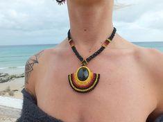 Tribal Fan Obsidian Crystal Macrame Necklace – Try Collar Macrame, Macrame Colar, Macrame Necklace, Macrame Jewelry, Macrame Bracelets, Bohemian Jewelry, Micro Macramé, Turtle Necklace, Diy Crafts Jewelry