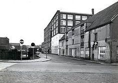 Gemeente Archief Almelo De Prinsenstraat is een zijstraat van de Holtjesstraat. Het hoge gebouw is het oude Bendiencomplex.