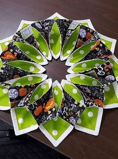 Looking for quilting project inspiration? Check out Halloween centerpiece by… Quilting Tutorials, Quilting Projects, Quilting Designs, Halloween Quilts, Halloween Sewing Projects, Fall Projects, Halloween Diy, Table Topper Patterns, Table Toppers