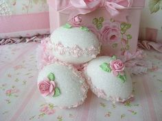Sweet Easter Faux Sugar Eggs by sweetnshabbyroses on Etsy Sugar Eggs For Easter, Easter Egg Crafts, Easter Peeps, Easter Treats, Happy Easter, Easter Decor, Easter Stuff, Easter Food, Easter Bunny