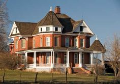 I love Victorian houses. :)