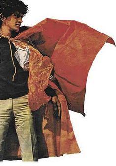 Caetano Veloso usando um dos Parangolés de Helio Oiticica