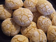 Ghoriba - fursecuri Maroc, mod de preparare. Biscuiti Ghoriba rapizi marocani. Reteta de fursecuri din Maroc, Ghoriba, pentru micul dejun. Roll Cookies, Biscuit Cookies, Cookie Bars, Romanian Desserts, Romanian Food, Cookie Recipes, Dessert Recipes, Sweet Pastries, Food Cakes