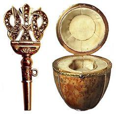 DETAIL VAJÍČKA KARELSKÁ BŘÍZA (1917) - Překvapení je ztraceno, klíček k natažení slona se dochoval, je ze zlata a zdobený diamanty.