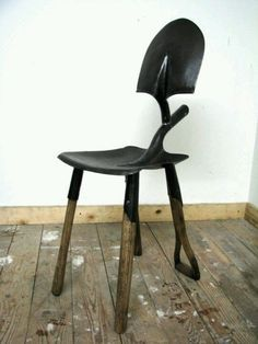 Comfortable chair hand made from repurposed shovel heads as the seat and handels as legs. Sturdy metal and wood combination, this chair would be great for the office, entrance or just as decoration. Metal Projects, Welding Projects, Metal Crafts, Welding Ideas, Diy Projects, Welding Crafts, Blacksmith Projects, Repurposed Furniture, Diy Furniture