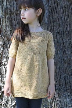 Love this knit tunic / sweater for girls size 3 through 12. Contrasting color pockets, button tab hem, sweet! Ravelry