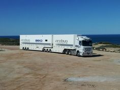 Our Actros truck stopped in for a breather looking over the Great Australian Bight on the road to Perth. #V8SC pic.twitter.com/O7mcRuIKQv