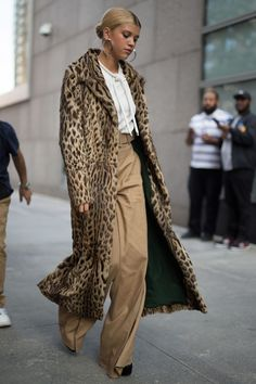 The 30 best street-style moments from New York Fashion Week street style, chic, leopard coat, sweatshirt,