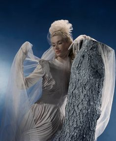 Lisa Fonssagrives.  Photo by John Rawlings.  Vogue.