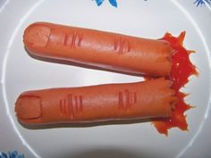 Halloween ~ Severed Fingers, These are so easy to make! My Family & Friends Love Them Every Halloween. Just Hot~Dog's carved and heated on a baking sheet in the oven untill warmed.Add a little ketchup for the blood effect. Humour Halloween, Buffet Halloween, Gross Halloween Foods, Fröhliches Halloween, Halloween Food For Party, Halloween Treats, Halloween Photos, Zombie Party, Halloween Appetizers